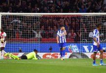 Đội của Văn Hậu thảm bại trước Ajax