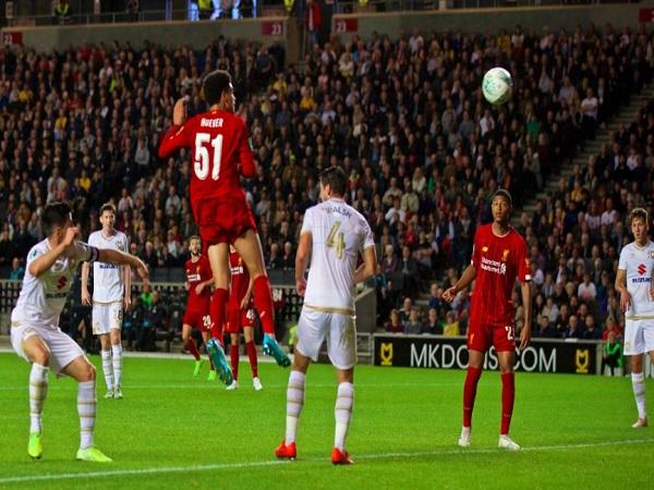 Bản sao của Van Dijk ghi bàn ấn tượng cho Liverpool