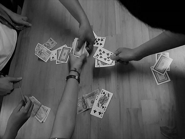 Mơ thấy người rủ đánh bạc là điềm báo gì, đánh đề con nào?