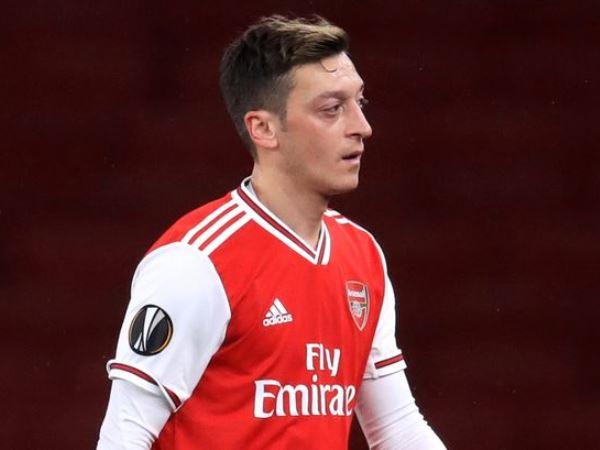 Bóng đá quốc tế tối 18/5: Emery chỉ trích thái độ của Ozil ở Arsenal