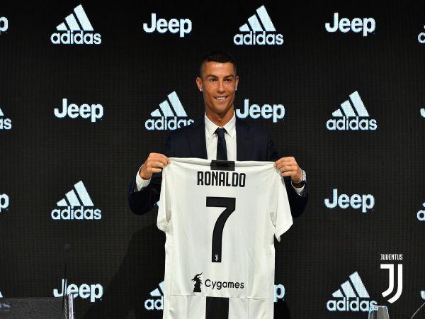 Ngày này năm xưa Ronaldo chính thức cập bến Juventus
