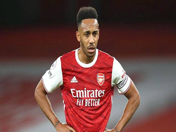Arsenal đau đầu với hàng công